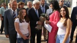 Ο Πρόεδρος της Δημοκρατίας Προκόπης Παυλόπουλος συνομιλεί μαθητές και γονείς , στο Γυμνάσιο Λύκειο Καλάμου, Δευτέρα 11 Σεπτεμβρίου 2017. Ο Πρόεδρος της Δημοκρατίας Προκόπης Παυλόπουλος με αφορμή την έναρξη της νέας σχολικής χρονιάς επισκέφτηκε το Γυμνάσιο Λύκειο Καλάμου. ΑΠΕ-ΜΠΕ/Παντελής Σαίτας