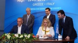 File Photo: Ο πρωθυπουργός Αλέξης Τσίπρας (2ος Δ) με τον Ιταλό ομόλογό του Πάολο Τζεντιλόνι (Paolo Gentiloni) (Α). ΑΠΕ-ΜΠΕ, ΣΤΑΜΑΤΗΣ ΚΑΤΑΠΟΔΗΣ