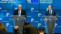 European Council President Donald Tusk (R) and EU Commission President Jean-Claude Juncker (L) address a press briefing on the second day of the European Council Meeting in Brussels, Belgium, 20 October 2017. EPA, STEPHANIE LECOCQ