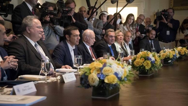 Ο πρωθυπουργός Αλέξης Τσίπρας με τους κ. Κοτζιά, Παπαδημητρίου και Καμμένο στον Λευκό Οίκο. Φωτογραφία ΜΑΞΙΜΟΥ