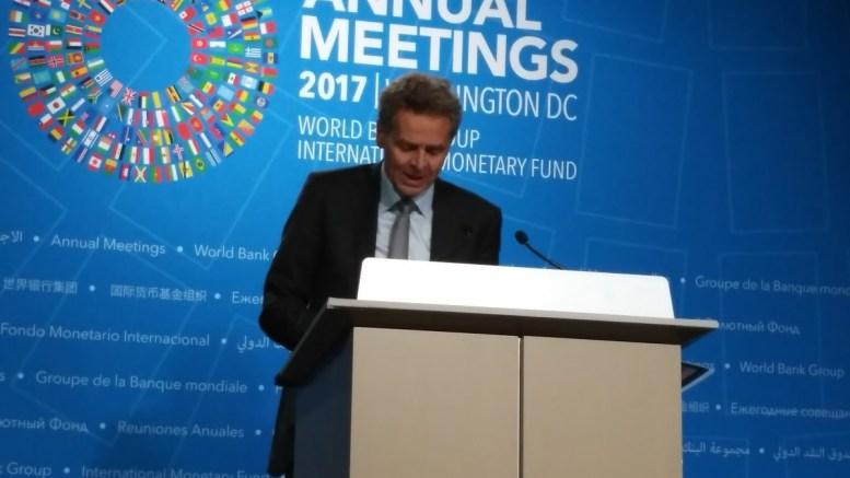 Ο Πολ Τόμσεν σε συνέντευξη Τύπου στο ΔΝΤ. Φωτογραφία mignatiou.com
