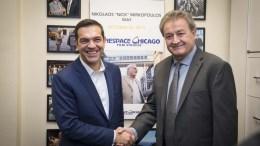 """Ο πρωθυπουργός, Αλέξης Τσίπρας (Α) συναντήθηκε με τον πρόεδρο των στούντιο """"Cinespace"""" στο Τορόντο Στέλιο Μιρκόπουλο (Δ), στο Σικάγο, Κυριακή 15 Οκτωβρίου 2017. Ο πρωθυπουργός, Αλέξης Τσίπρας πραγματοποιεί πενθήμερη επίσκεψη στις ΗΠΑ.ΑΠΕ-ΜΠΕ, ΓΡΑΦΕΙΟ ΤΥΠΟΥ ΠΡΩΘΥΠΟΥΡΓΟΥ, Andrea Bonetti"""