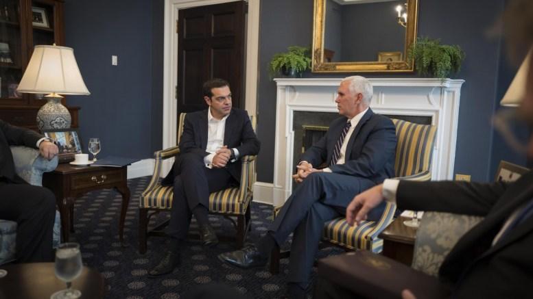 Ο Αντιπρόεδρος των Ηνωμένων Πολιτειών, Mike Pence (Δ) με τον πρωθυπουργό Αλέξη Τσίπρα (Α), κατά τη διάρκεια της συνάντησής τους, την Τετάρτη 18 Οκτωβρίου 2017, στην Ουάσιγκτον. ΑΠΕ-ΜΠΕ, ΓΡΑΦΕΙΟ ΤΥΠΟΥ ΠΡΩΘΥΠΟΥΡΓΟΥ, Andrea Bonetti