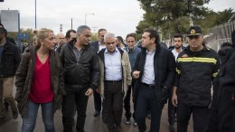 File Photo: O πρωθυπουργός Αλέξης Τσίπρας στις πληγείσες περιοχές στην Μάνδρα, Πέμπτη 16 Νοεμβρίου 2017, μετά τις καταρρακτώδεις βροχές που έπληξαν την περιοχή. Μαζί με τον πρωθυπουργό ήταν -μεταξύ άλλων η περιφερειάρχης Αττικής Ρένα Δούρου, ο υπουργός Εσωτερικών Π. Σκουρλέτης, ο αν. υπουργός Προστασίας του πολίτη Νίκος Τόσκας, στελέχη της αυτοδιοίκησης, ο αρχηγός της Πυροσβεστικής Υπηρεσίας Βασίλης Καπέλιος και άλλοι κρατικοί παράγοντες. ΑΠΕ - ΜΠΕ/ΓΡΑΦΕΙΟ ΤΥΠΟΥ ΠΡΩΘΥΠΟΥΡΓΟΥ/ Andrea Bonetti