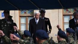 Ο Πρόεδρος της Δημοκρατίας, Προκόπης Παυλόπουλος παρακολουθεί στρατιωτική παρέλαση, στις εορταστικές εκδηλώσεις για την 105η επέτειο από τη μάχη και την απελευθέρωση της Σιάτιστας, το Σάββατο 4 Νοεμβρίου 2017. Ο Πρόεδρος της Δημοκρατίας παρακολούθησε την Δοξολογία αμέσως μετά κατέθεσε στεφάνι στο μνημείο Ηρώων της πλατείας Τσιστοπούλου και κατόπιν παρακολούθησε την παρέλαση για την 105η επέτειο από την απελευθέρωση της Σιάτιστα. ΑΠΕ-ΜΠΕ/ΑΠΕ-ΜΠΕ/ΔΗΜΗΤΡΗΣ ΣΤΡΑΒΟΥ