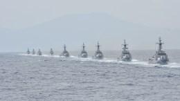 Τουρκικά πολεμικά πλέουν σε γραμμή παραγωγής. Φωτογραφία Turkish Navy.