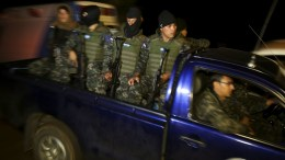Honduran military personel maintain a checkpoint in the village Rincon de Dolores, northeast of Tegucigalpa, Honduras, 16 December 2017. EPA/GUSTAVO AMADOR