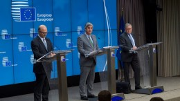 From left to right: Mr Pierre MOSCOVICI, European Commissioner for Economic and Financial Affairs, Taxation and Customs; Mr Mario CENTENO, President of the Eurogroup; Mr Klaus REGLING, European Stability Mechanism Managing Director, IN Bruxelles. Copyright European Union