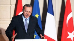 Turkish President Recep Tayyip Erdogan speaks during a press conference at the Elysee Palace in Paris, France, 05 January 2018. EPA, LUDOVIC MARIN / POOL MAXPPP OUT