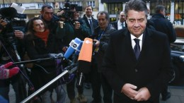 German Foreign Ministers Sigmar Gabriel (R) arrives for a meeting at the European External Action Service (EEAS) in Brussels, Belgium. EPA, OLIVIER HOSLET