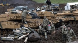Turkish soldiers train with their tanks and armored vehicles near Syrian-Turkish border.  EPA/SEDAT SUNA