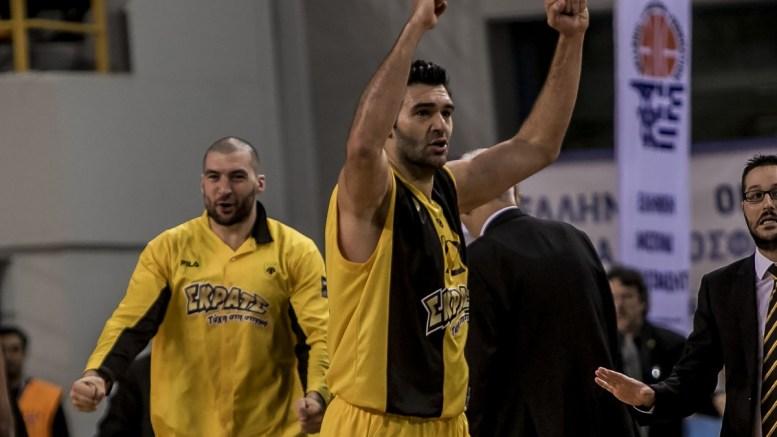 """Ο παίκτης της ΑΕΚ, Δημήτρης Μαυροειδής μετά από καλάθι, κατά τη διάρκεια του αγώνα μπάσκετ Ολυμπιακός - ΑΕΚ, στον τελικό του Κυπέλλου Ελλάδας, που διεξήχθη στο κλειστό """"Δύο Αοράκια"""" του Ηρακλείου Κρήτης, Σάββατο 17 Φεβρουαρίου 2018. ΑΠΕ ΜΠΕ, STR"""