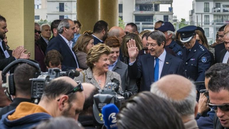 Ο Πρόεδρος της Δημοκρατίας και υποψήφιος Νίκος Αναστασιάδης ασκεί το εκλογικό του δικαίωμα, Λεμεσός 4 Φεβρουαρίου 2018. Φωτογραφία ΚΥΠΕ - ΣΤΑΥΡΟΣ ΚΟΝΙΩΤΗΣ