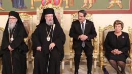 Ο Πρόεδρος της Δημοκρατίας κ. Νίκος Αναστασιάδης παρακάθησε σε γεύμα του Αρχιεπισκόπου Χρυσοστόμου προς τιμή του Αρχιεπισκόπου Αμερικής Δημήτριου.  Διακρίνεται και η κ. Άντρη Αναστασιάδη. Φωτογραφία ΓΤΠ, Χρ. Αβρααμίδη