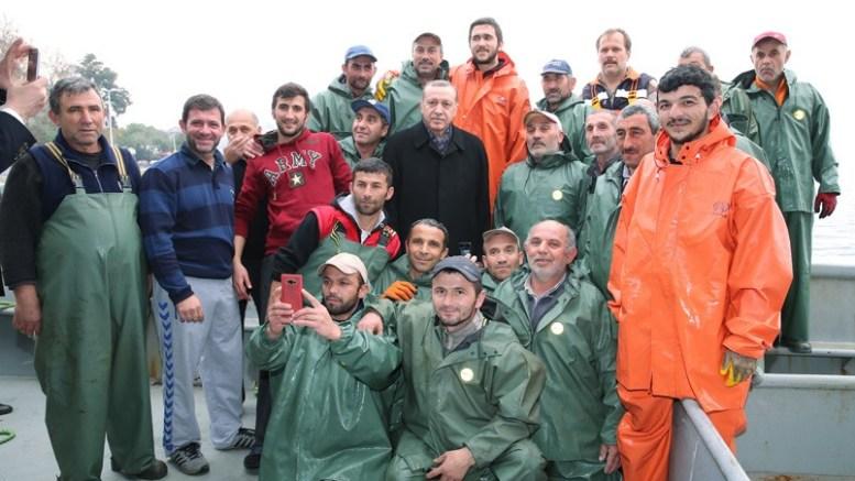 President Recep Tayyip Erdoğan met with fishermen at Tarabya Bay in Istanbul and went fishing with them. Photo via Turkish Presidency