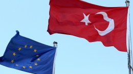 Turkish national flag flying close to the European Union flag in Turkey. FILE PHOTO. EPA, ERDEM SAHIN