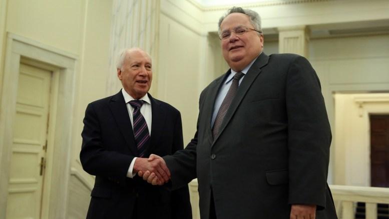 Ο υπουργός Εξωτερικών Νίκος Κοτζιάς (Δ) υποδέχεται τον ειδικό μεσολαβητή του ΟΗΕ Μάθιου Νίμιτς (Α) στη συνάντηση τους στο Υπουργείο Εξωτερικών, Αθήνα Τρίτη 30 Ιανουαρίου 2018.  ΑΠΕ-ΜΠΕ, ΟΡΕΣΤΗΣ ΠΑΝΑΓΙΩΤΟΥ