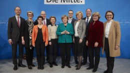 A handout picture made available by Christian Democratic Union (CDU) party shows German Chancellor Angela Merkel (C) with the designated CDU members for the next Cabinet. EPA, LAURENCE CHAPERON, CDU HANDOUT MADITORY CREDIT LAURENCE CHAPERON, CDU HANDOUT EDITORIAL USE ONLY, NO SALES