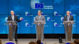 From left to right: Mr Pierre MOSCOVICI, European Commissioner for Economic and Financial Affairs, Taxation and Customs; Mr Mario CENTENO, President of the Eurogroup; Mr Klaus REGLING, European Stability Mechanism Managing Director. Copyright: European Union