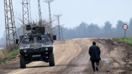 Turkish soldiers train with their tanks and armored vehicles near Syrian-Turkish border File Photo EPA,SEDAT SUNA