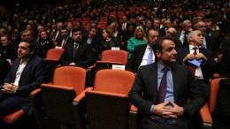 Ο πρωθυπουργός Αλέξης Τσίπρας (Α) με τον πρόεδρο της Ν.Δ. Κυριάκο Μητσοτάκη (Δ) παρακολουθούν από τη θέση τους λίγο πριν την έναρξη της εκδήλωσης που οργανώνεται από την Ιερά Αρχιεπισκοπή Αθηνών, με την ευκαιρία της συμπλήρωσης 10 ετών από την εκλογή του Μακαριωτάτου Αρχιεπισκόπου Αθηνών και πάσης Ελλάδος, Ιερώνυμου.  Αθήνα Τετάρτη 7 Φεβρουαρίου 2018. ΑΠΕ ΜΠΕ/ΑΠΕ ΜΠΕ/ΟΡΕΣΤΗΣ ΠΑΝΑΓΙΩΤΟΥ