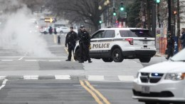 Law enforcement officers stand guard after a passenger vehicle hit a security barrier near the White House in Washington, DC, USA, 23 February 2018. According to the Secret Service the vehicle did not breach the secure barrier of the White House and that the female driver was apprehended by uniformed officers. EPA, MICHAEL REYNOLDS