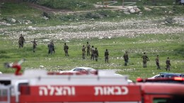 Israeli soldiers inspect the site of an Israeli F-16 fighter jet that was shot down after a hit by Syrian anti-aircraft system, near the northern Israeli Kibbutz (collective community) of Harduf, 10 February 2018. EPA, ABIR SULTAN