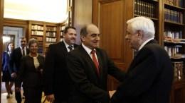 Ο Πρόεδρος της Δημοκρατίας Προκόπης Παυλόπουλος (Δ) υποδέχεται τον πρόεδρο της Βουλής των Αντιπροσώπων της Κυπριακής Δημοκρατίας Δημήτρη Συλλούρη (Κ), κατά την διάρκεια της συνάντησης τους στο Προεδρικό Μέγαρο, Παρασκευή 09 Φεβρουαρίου 2018. ΑΠΕ-ΜΠΕ, ΑΛΕΞΑΝΔΡΟΣ ΒΛΑΧΟΣ