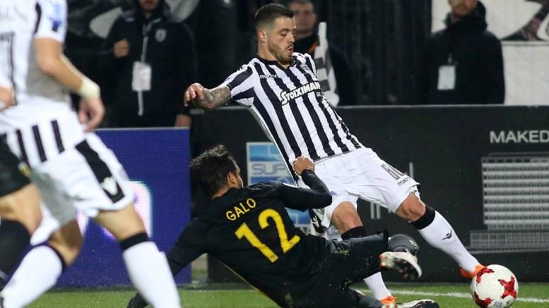 Ο παίκτης του ΠΑΟΚ, Αντρέ Βιεϊρίνια (Δ), διεκδικεί την κατοχή της μπάλας από τον παίκτη της ΑΕΚ, Ροντρίγκο Γκάλο (Κ), κατά τη διάρκεια του αγώνα ποδοσφαίρου ΠΑΟΚ - ΑΕΚ, για την 25η αγωνιστική του πρωταθλήματος Super League, που διεξήχθη στο γήπεδο Τούμπας, Θεσσαλονίκη, Κυριακή 11 Μαρτίου 2018. ΑΠΕ-ΜΠΕ, PIXEL, STR