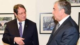 FILE PHOTO. Ο Πρόεδρος της Δημοκρατίας Νίκος Αναστασιάδης με τον Μουσταφά Ακιντζί.. ΚΥΠΕ. ΓΤΠ, Σ. ΙΩΑΝΝΙΔΗΣ