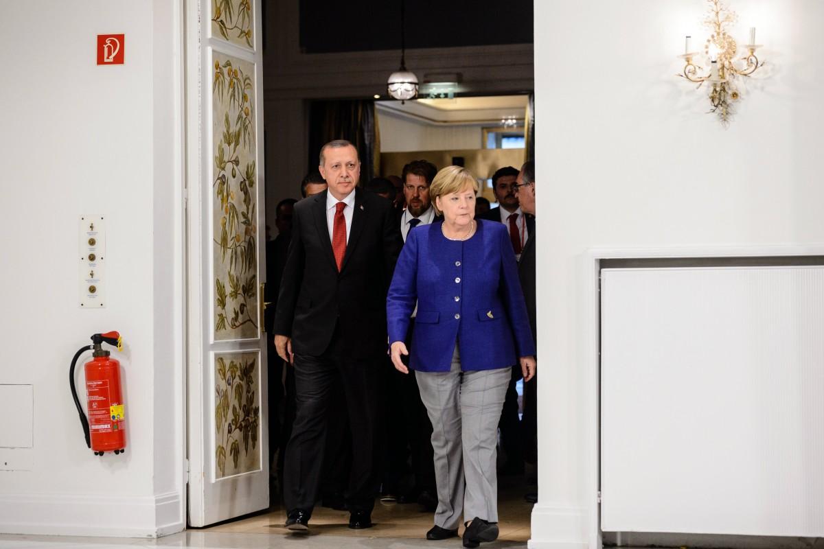 Πλήρης υποταγή στον Σουλτάνο: Τελικά, κοστίζει στο εθνικό συμφέρον η αστειότητα της Ε.Ε.