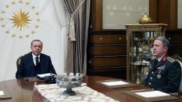 File Photo: Ο Τούρκος Πρόεδρος με τον αρχηγό των τουρκικών ενόπλων δυνάμεων, Χουλουσί Ακάρ EPA, TURKISH PRESIDENT PRESS OFFICE