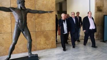 File Photo: Ο πρώην Υπουργός Παιδείας Έρευνας και Θρησκευμάτων Νίκος Φίλης (Δ) με τον νυν υπουργό Κωνσταντίνο Γαβρόγλου (Κ) και τον πρώην υφυπουργό Κωνσταντίνο Ζουράρι (Α) κατά τη διάρκεια της τελετής παράδοσης παραλαβής του υπουργείου, στις 7 του περασμένου Νοεμβρίου 2016. ΑΠΕ-ΜΠΕ, AΛΕΞΑΝΔΡΟΣ ΒΛΑΧΟΣ