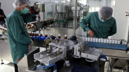 FILE PHOTO. Workers pack medicine bottles at Sina Pharmaceutical factory. EPA, JALIL REZAYEE