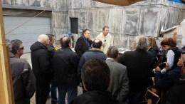 Ο γενικός γραμματέας του υπουργείου Εργασίας κ. Νεφελούδης στο χώρο έξω από την Μότορ Όιλ όπου διαμαρτύρονται οι εργαζόμενοι. Φωτογραφία via Facebook