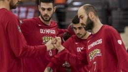 Οι παίκτες του ΟΣΦΠ συγκεντρώνονται πριν την έναρξη του αγώνα Ολυμπιακός Κολοσσός Ρόδου στο ΣΕΦ για το Πρωτάθλημα Basket League, την Κυριακή 18 Μαρτίου 2018. ΑΠΕ-ΜΠΕ,ΠΑΝΑΓΙΩΤΗΣ ΜΟΣΧΑΝΔΡΕΟΥ