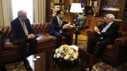 Ο Πρόεδρος της Δημοκρατίας Προκόπης Παυλόπουλος (Δ) συνομιλεί με το νέο υπουργό Εξωτερικών της Κυπριακής Δημοκρατίας Νίκο Χριστοδουλίδη (Κ) και τον υφυπουργό Εξωτερικών Τέρενς Κουίκ (Α) κατά τη διάρκεια συνάντησής τους, στο Προεδρικό Μέγαρο, στην Αθήνα, Τρίτη 06 Μαρτίου 2018. ΑΠΕ-ΜΠΕ/ΑΛΕΞΑΝΔΡΟΣ ΒΛΑΧΟΣ