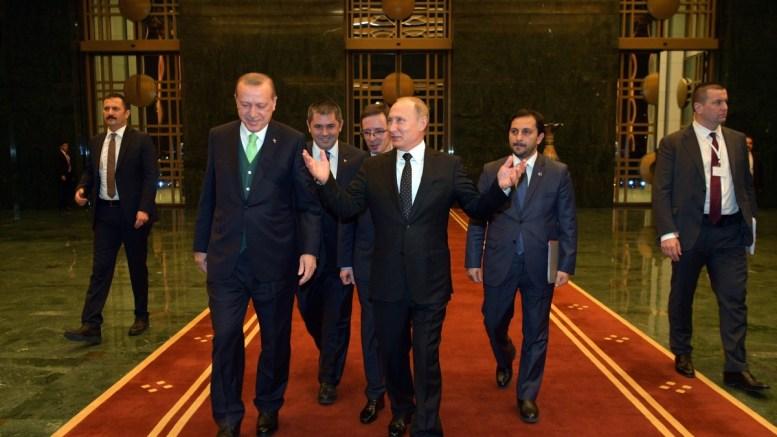 Russian President Vladimir Putin (front R) talks to Turkish President Recep Tayyip Erdogan (front L) during their meeting in Ankara, Turkey. EPA, ALEXEI DRUZHININ, SPUTNIK, KREMLIN POOL