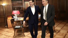 File photo: Από την πρόσφατη συνάντηση Τσίπρα με Θεοδωράκη στο Μέγαρο Μαξίμου. ΑΠΕ-ΜΠΕ, ΣΥΜΕΛΑ ΠΑΝΤΖΑΡΤΖΗ