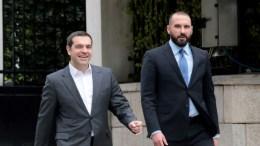 File Photo: Ο πρωθυπουργός Αλέξης Τσίπρας φθάνει στο Προεδρικό Μέγαρο , συνοδευόμενος από τον υπουργό Επικρατείας και Κυβερνητικό Εκπρόσωπο Δημήτριο Τζανακόπουλο. ΑΠΕ-ΜΠΕ, Παντελής Σαίτας