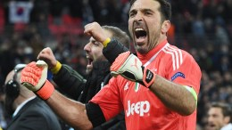 Juventus' Gianluigi Buffon celebrates after their 2-1 victory in the UEFA Champions League game between Tottenham Hotspur and Juventus in Wembley stadium in London, Britain, 07 March 2018. EPA, FACUNDO ARRIZABALAGA