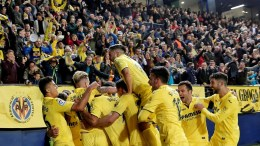 Villarreal's forward Enes Unal (C) celebrates after scoring a goal against Atletico de Madrid during the Spanish Primera Division soccer match between Villarreal and Atletico de Madrid at La Ceramica Stadium, in Castellon, eastern Spain, 18 March 2018. EPA, Manuel Bruque