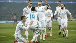 Real Madrid's Casemiro (C) celebrates with his team mates a goal during the UEFA Champions League round of 16, second leg soccer match between Paris Saint Germain and Real Madrid, in Paris, France, 06 March 2018. EPA, YOAN VALAT