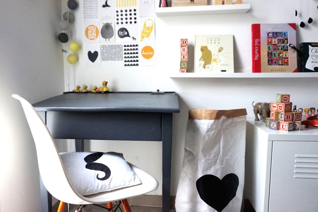 une chambre d 39 enfants black white. Black Bedroom Furniture Sets. Home Design Ideas