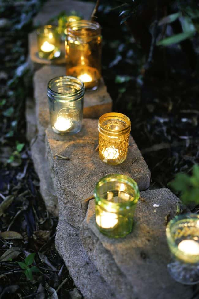 Turn old jars into pretty colored diy votives hello glow for Lanterne deco exterieur