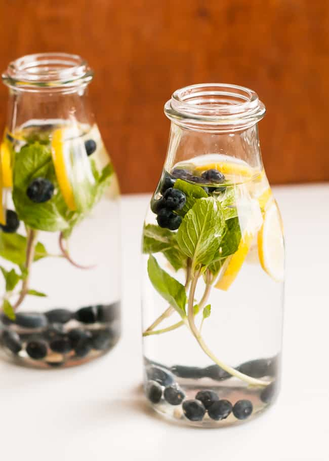 blueberry lemon mint infused water | HelloGlow.co