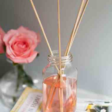 5 Benefits of Diffusing Essential Oils (+ 8 Recipes You Need to Try)