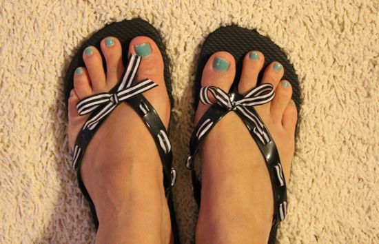 DIY Ribbon Flip Flops | HelloNatural.co