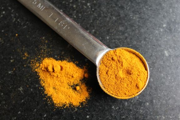 Glowing Skin Turmeric Face Mask | HelloNatural.co