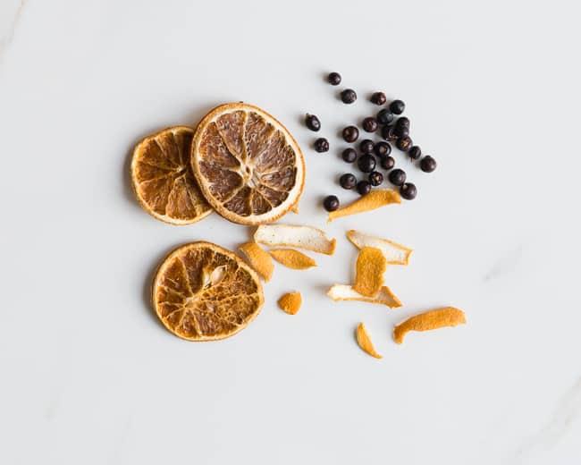 Citrus Juniper Pot Simmer   3 Holiday Pot Simmer Recipes   HelloNatural.co
